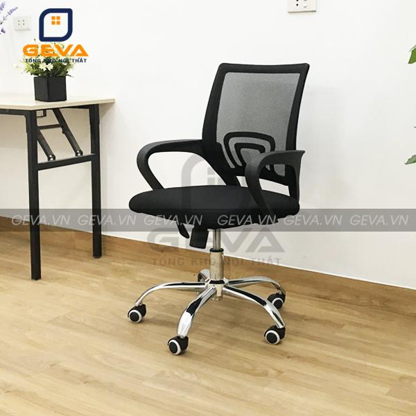 Ghế xoay nhân viên mặt đệm thường được kết hợp với bàn làm việc cao cấp