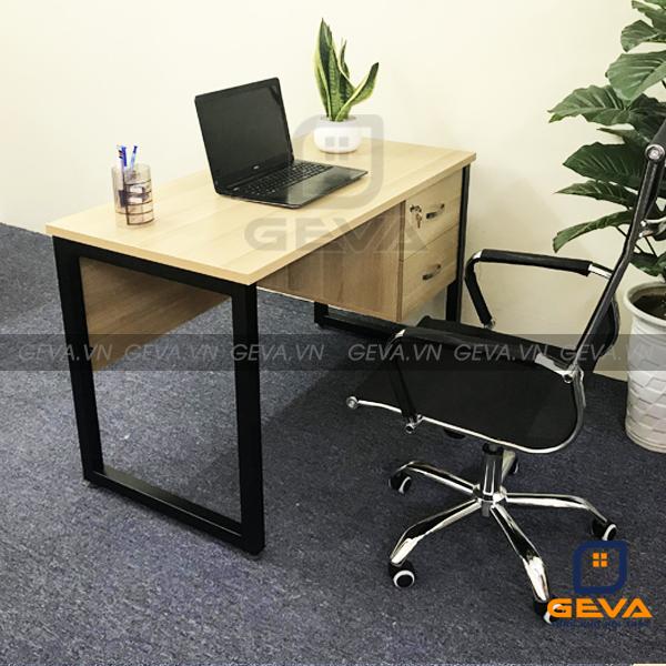 Bàn chân sắt chữ U có yếm tại nội thất GEVA được nhiều người sử dụng