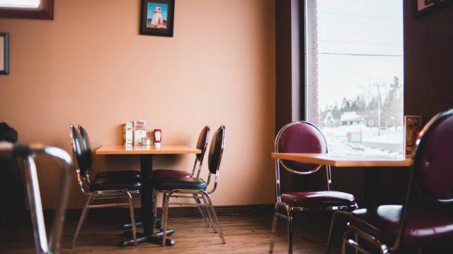 Ghế gấp inox chân sắt dễ dàng phối hợp với nhiều loại bàn