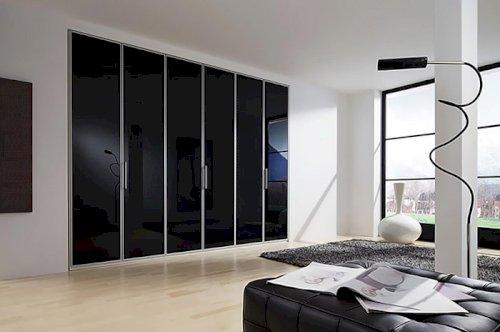 Tủ quần áo hiện đại với màu đen huyền bí