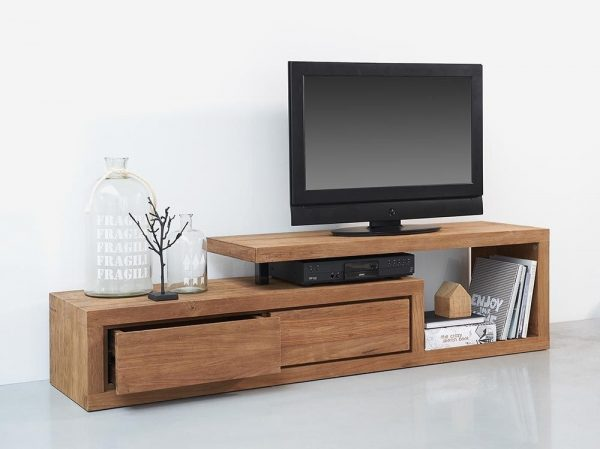 Kệ tivi đứng có hộp tủ sẽ giúp bạn ngoài bố trí chiếc tivi gọn gàng vừa có thể cất những đồ dùng cần thiết trong những chiếc hộc tủ này vô cùng tiện lợi.